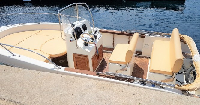 Boat rental Capelli Cap 20 in Marseille on Samboat