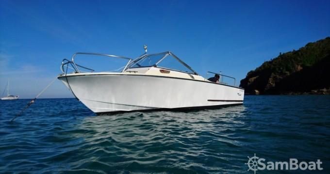 Rental Motorboat in Larmor-Plage - Botved Coronet 21 dc