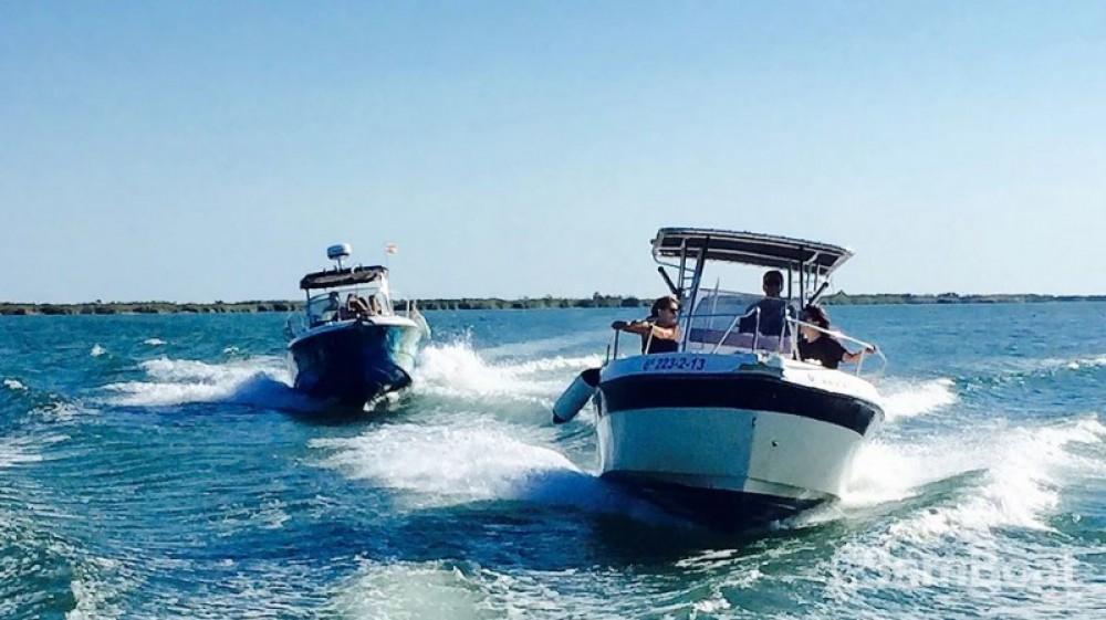 Rent a Sessa Marine Key Largo 25 l'Ampolla
