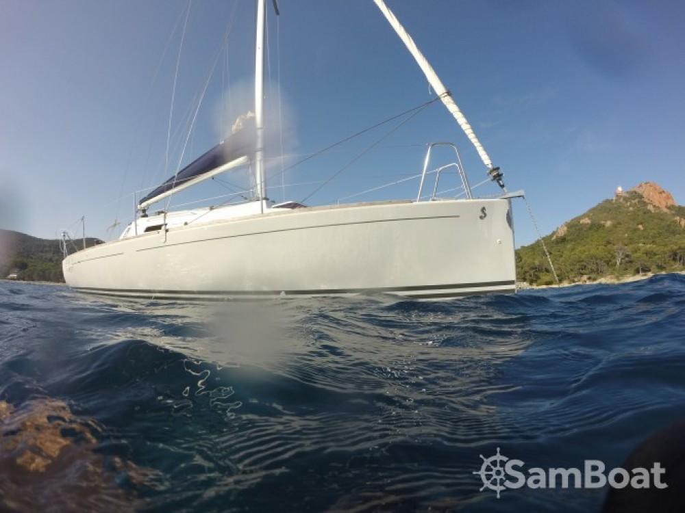Hire Sailboat with or without skipper Bénéteau Saint-Raphaël