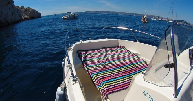 Quicksilver Activ 605 Open between personal and professional Old Port of Marseille