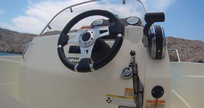 Rental Motorboat in Old Port of Marseille - Quicksilver Activ 605 Open