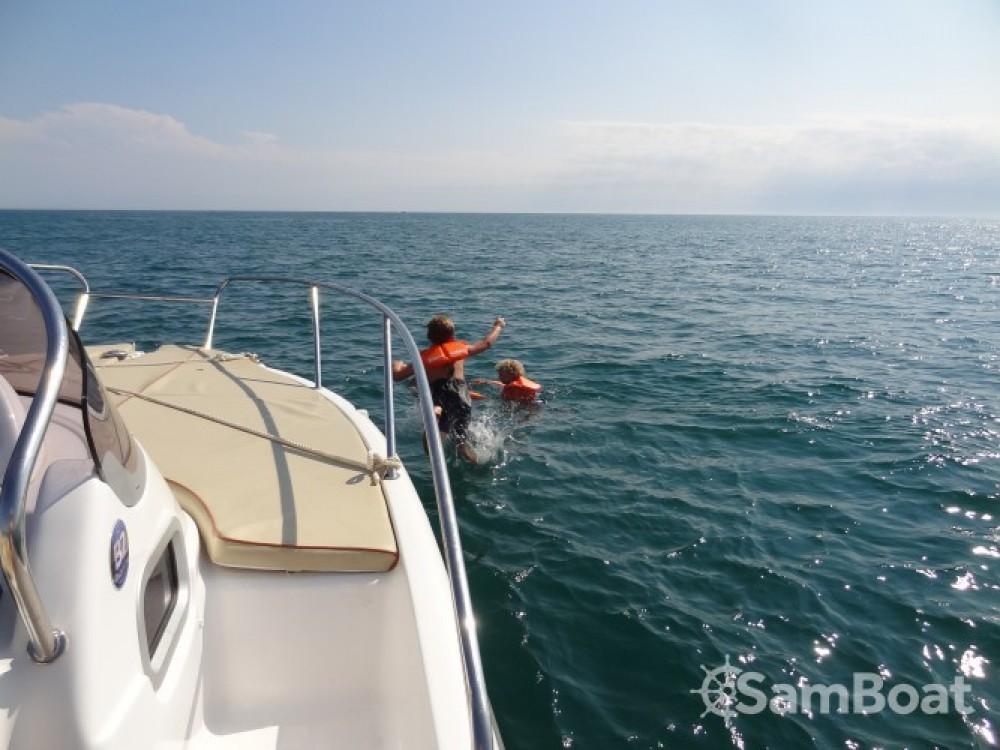 Rental Motorboat B2 Marine with a permit