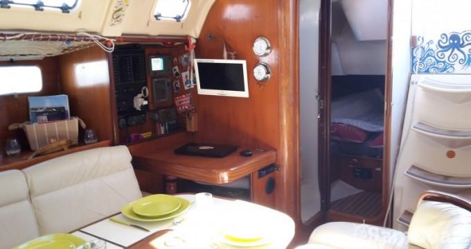 Boat rental Bénéteau Oceanis 440 in Arcachon on Samboat