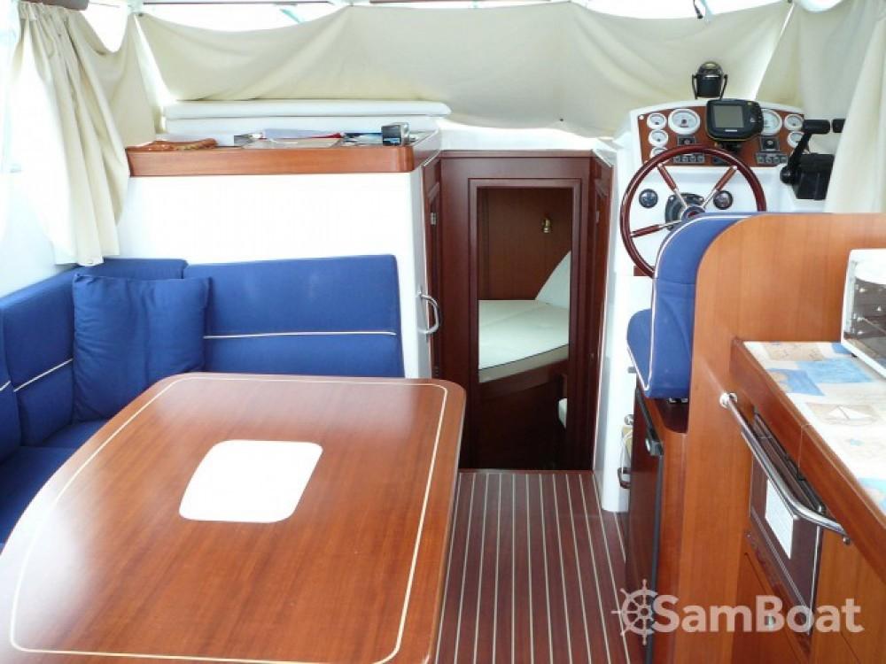 Boat rental Morgat cheap Ocqueteau 900