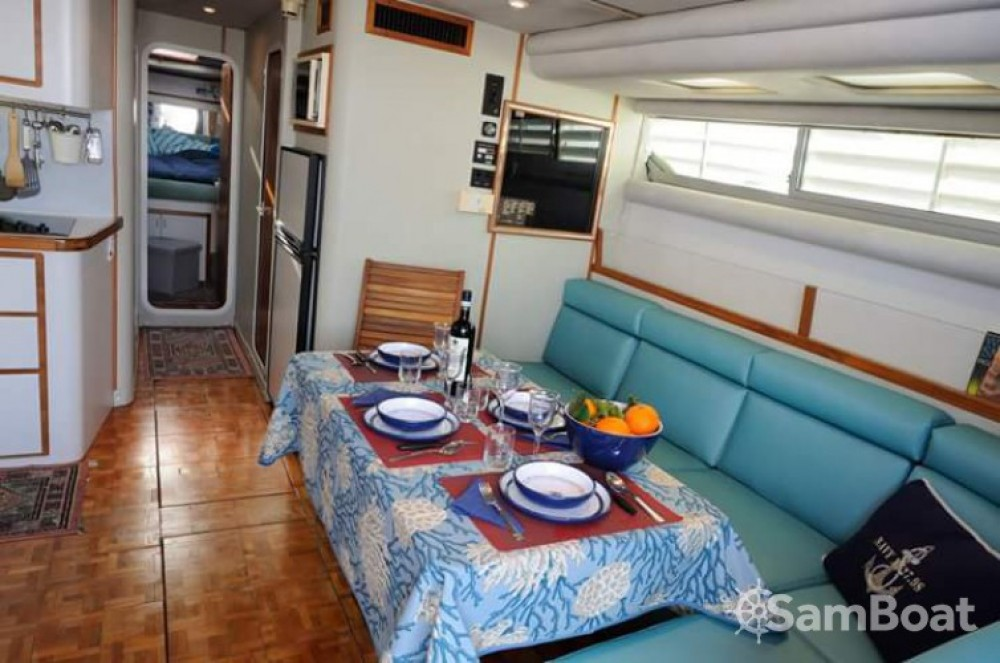 Rent a Cruisers-Yachts Cruisers Yachts 42.80 flybridge Palermo