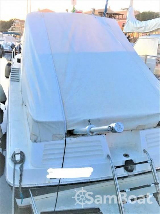 Boat rental Sunseeker Portofino 31 in Isthintini/Stintino on Samboat
