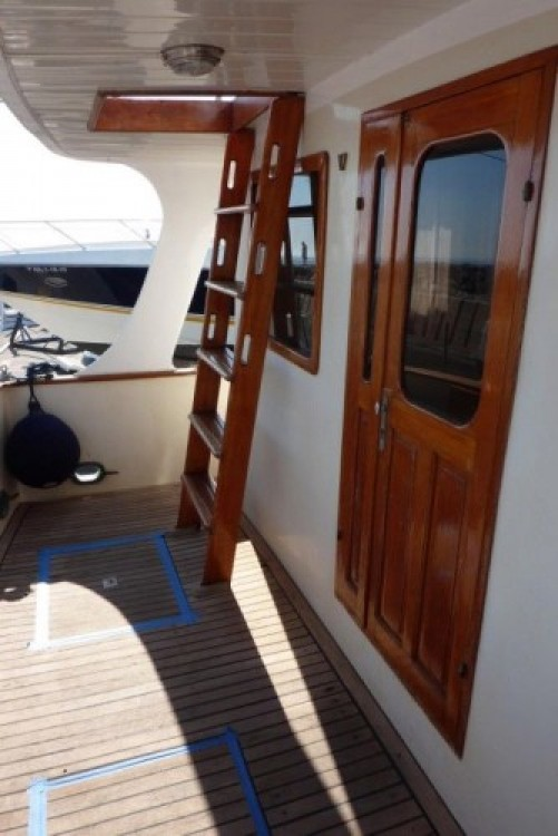 Hire Motorboat with or without skipper Modern-Yacht Balearic Islands