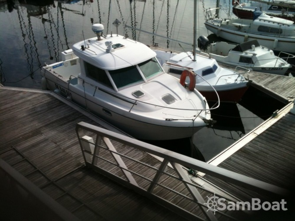 Hire Motor boat with or without skipper Jeanneau Boulogne-sur-Mer