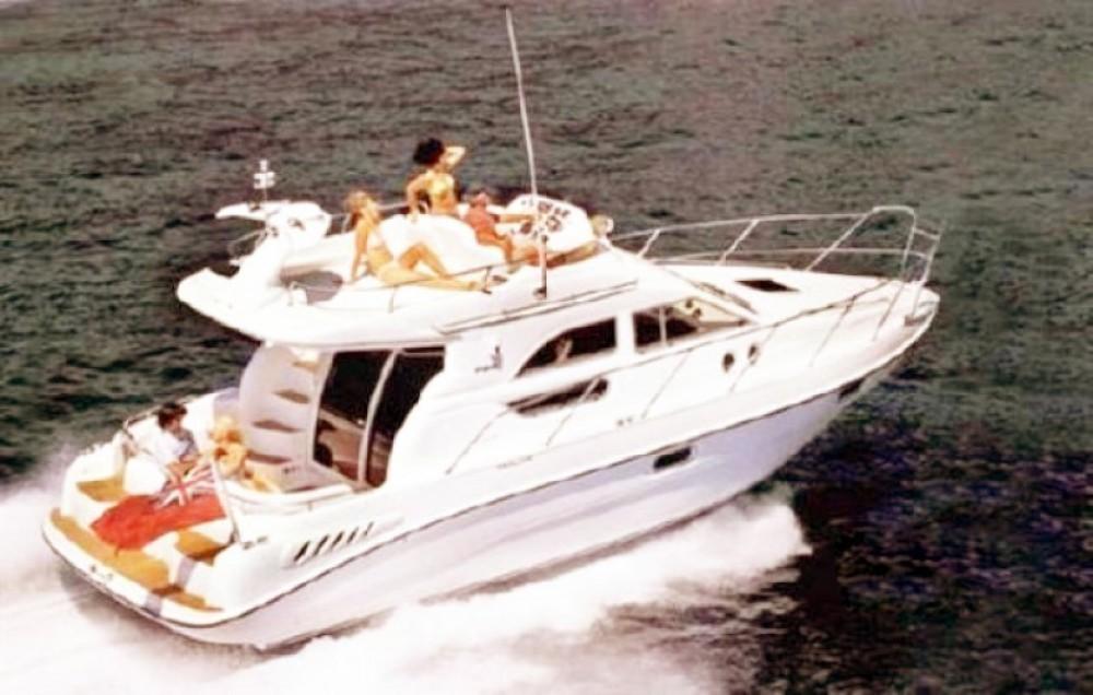 Boat rental Sealine F 330 FLY in Milazzo on Samboat