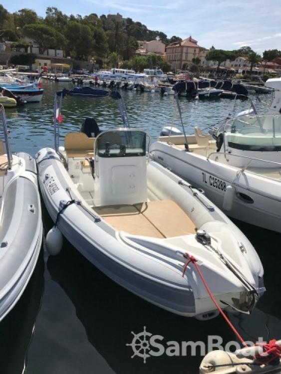 Rent a Motonautica-Vesuviana MV 700 La Ciotat