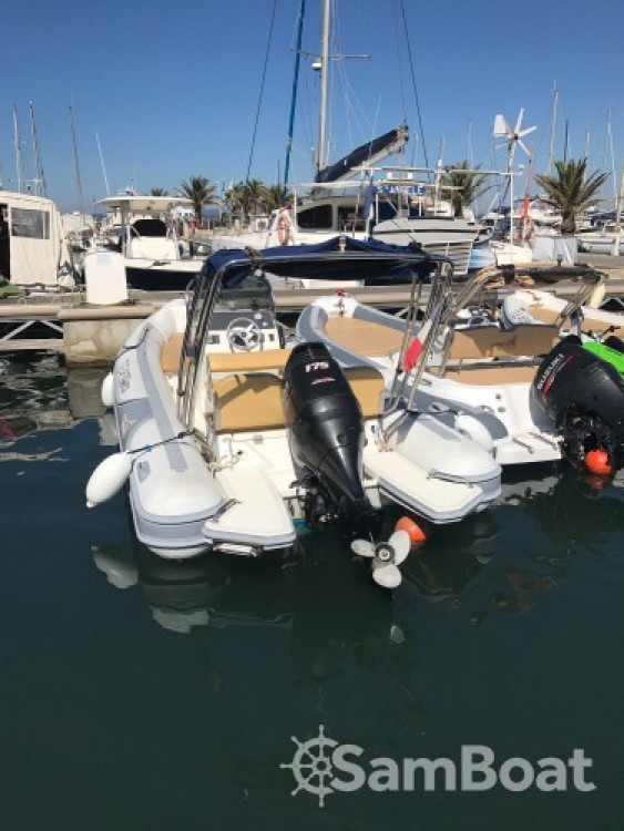 Rental yacht La Ciotat - Motonautica-Vesuviana MV 700 on SamBoat