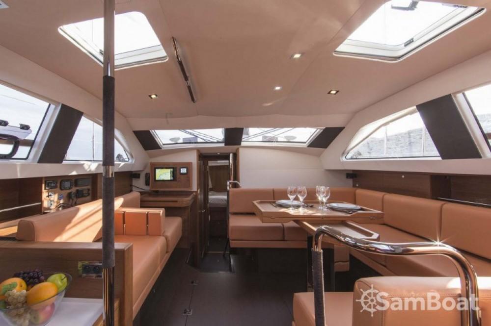 Rental Sailboat in Ajaccio - Wauquiez Pilot Saloon 48