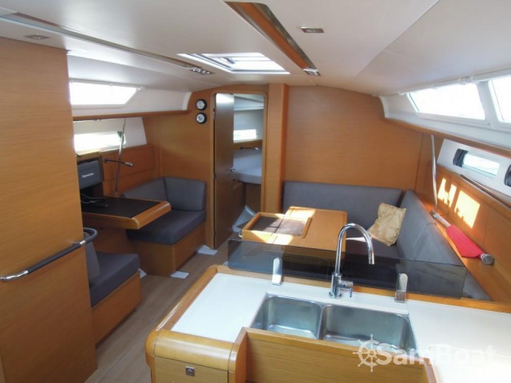 Rental yacht La Trinité-sur-Mer - Jeanneau Sun Odyssey 409 on SamBoat