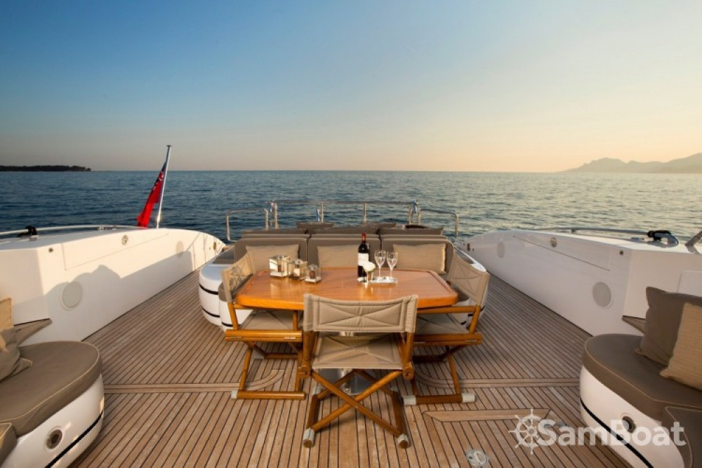 """Mangusta 28.06 metres (92' 1"""") between personal and professional Cannes"""