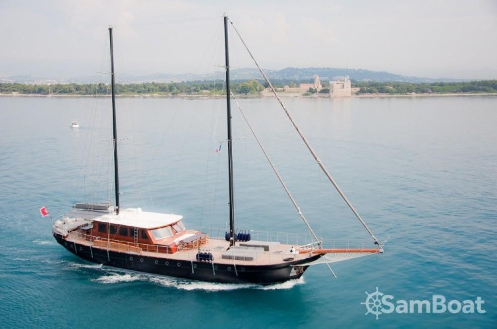 Rental yacht Cannes - Custom 32.00 metres (105') on SamBoat