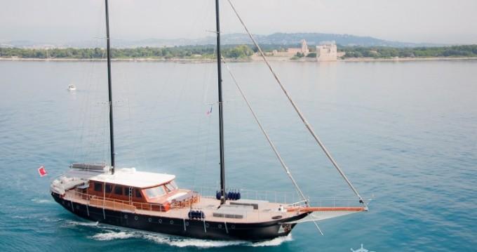 Rent a Custom 32.00 metres (105') Cannes