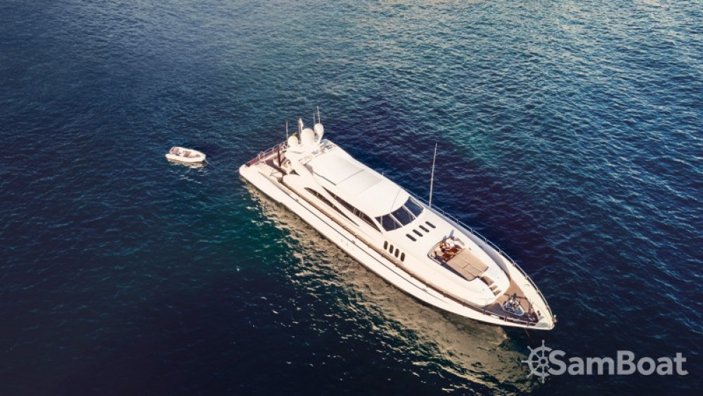 """Andrea-Bacigalupo 34.11 metres (111' 11"""") between personal and professional Cannes"""