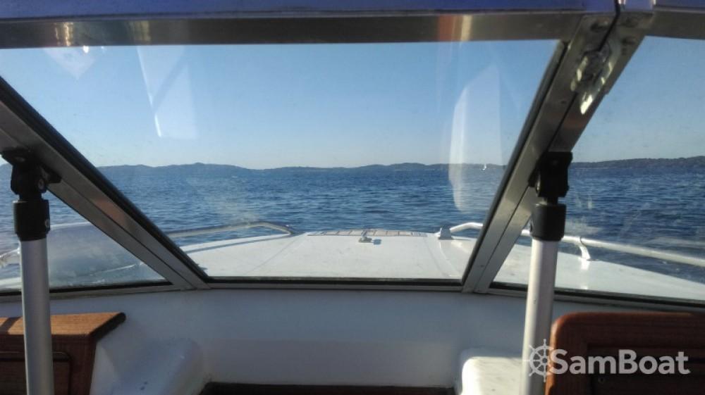 Rental yacht Hyères - Sea Ray Sea Ray 160 CB on SamBoat