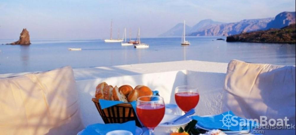 Boat rental Furnari cheap Beaufort 14