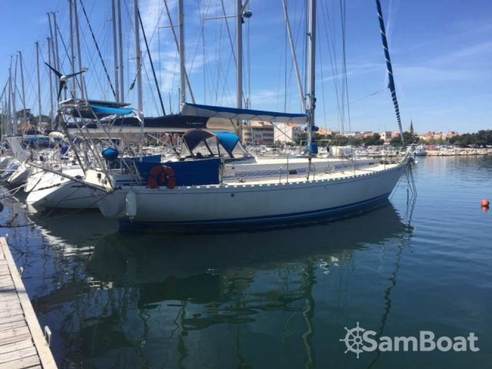 Sailboat for rent Martigues at the best price