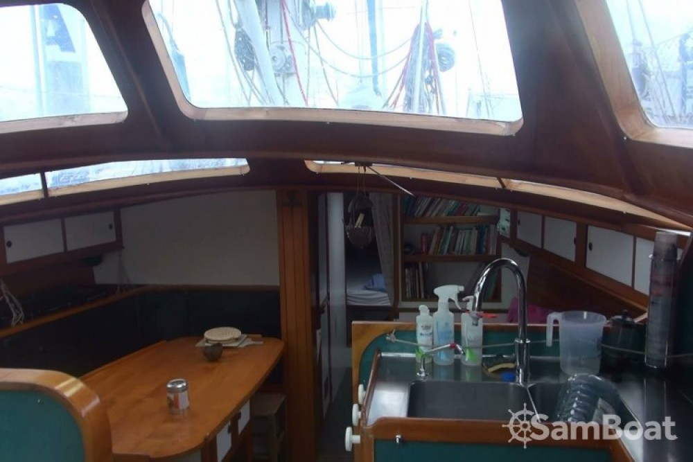 Boat rental Amateur Galapagos 43 in Lorient on Samboat