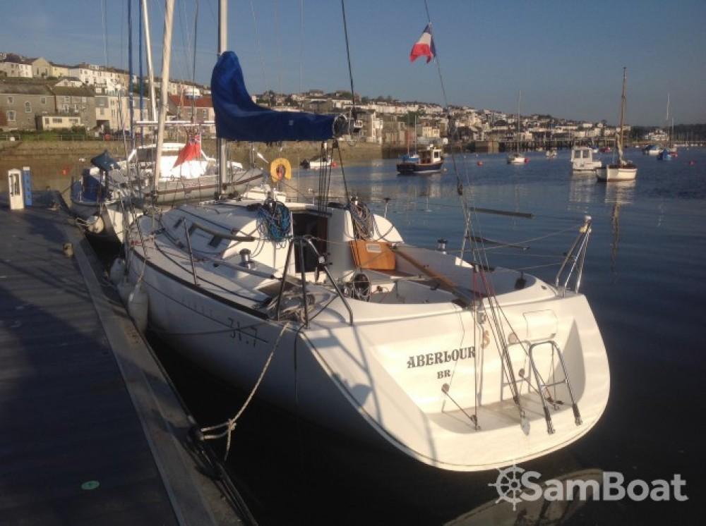 Boat rental Le Relecq-Kerhuon cheap First 31.7
