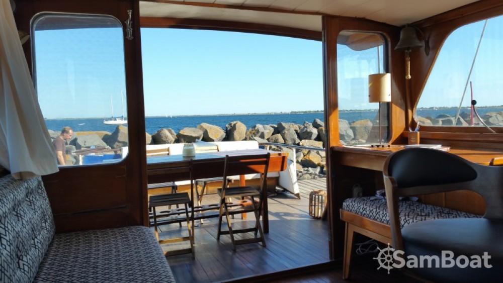 Rental Motor boat Super-Van-Craft with a permit