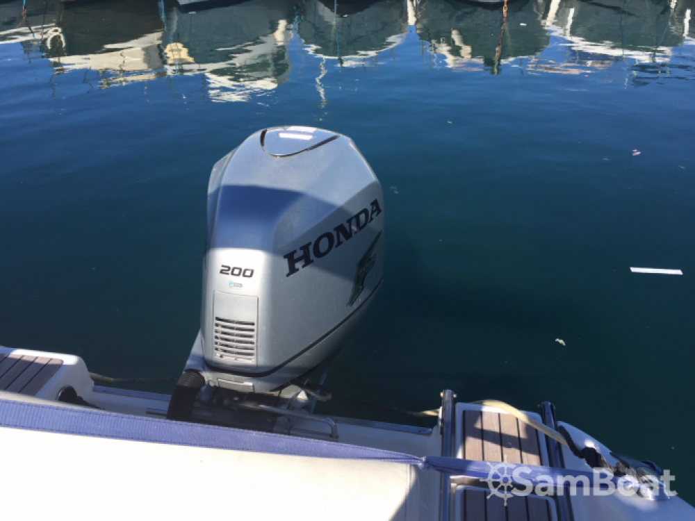 Sessa Marine Key Largo 22 Deck between personal and professional Marseille