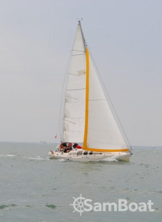 Rental yacht La Rochelle - Bénéteau First 35 S5 on SamBoat