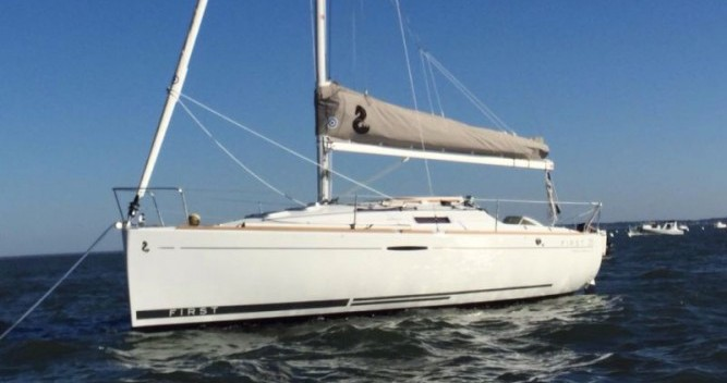 Sailboat for rent Claouey at the best price