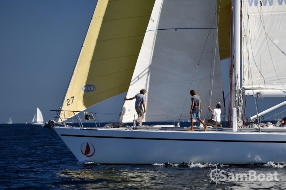 Rental Sailboat Devonport-Yachts-Ltd with a permit