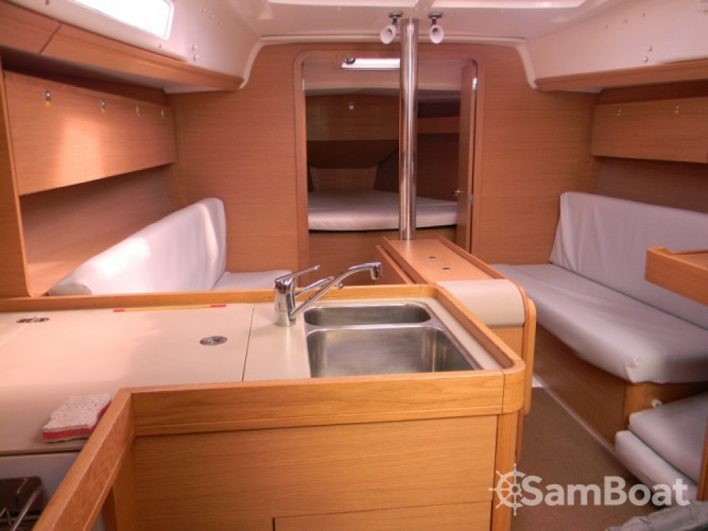 Boat rental Dufour Dufour 350 Grand Large in La Rochelle on Samboat
