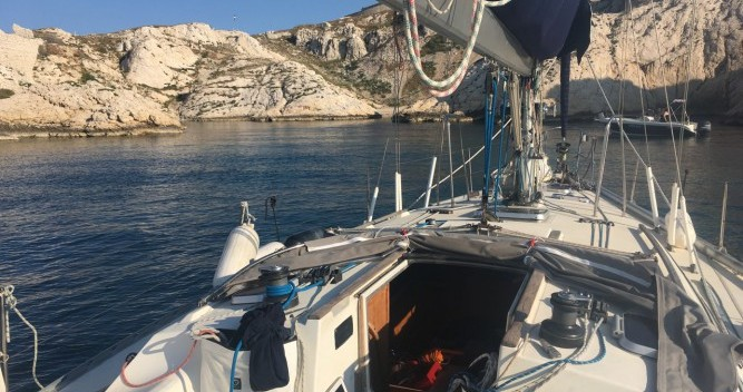 Hire Sailboat with or without skipper Jeanneau Gruissan