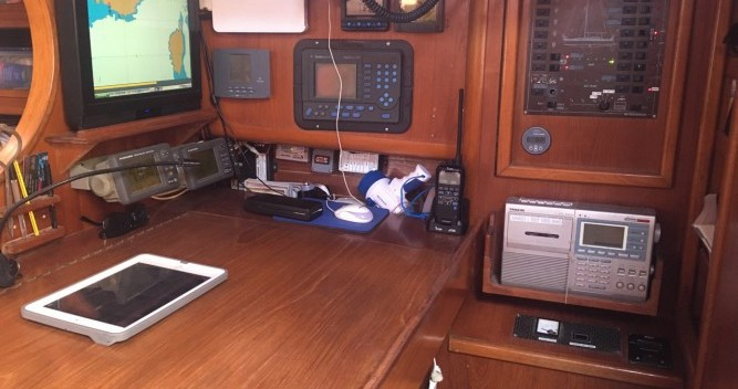 Sailboat for rent Gruissan at the best price