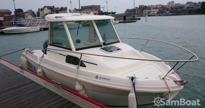 Motorboat for rent Brest at the best price