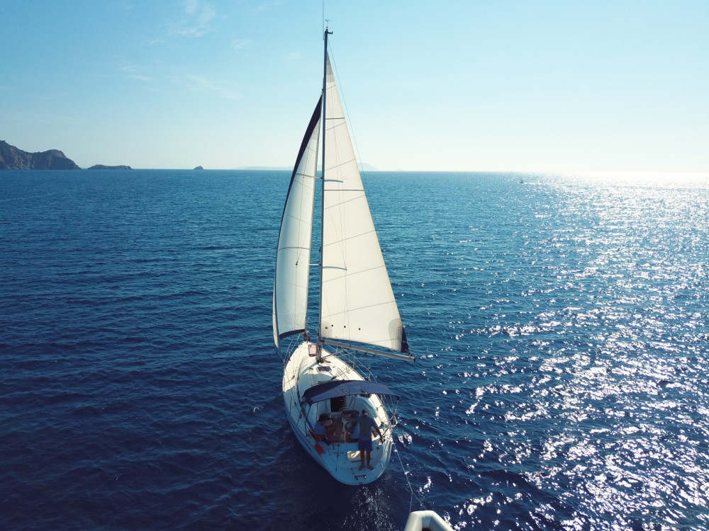 Rental Sailboat in Saint-Mandrier-sur-Mer - Bavaria Cruiser 32