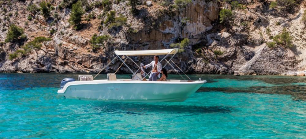 Rental Motor boat in Trogir - Invictus  190FX