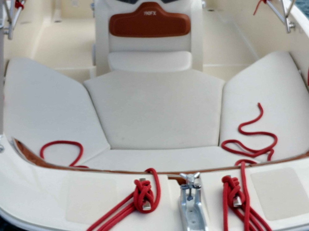 Hire Motor boat with or without skipper Invictus  Trogir