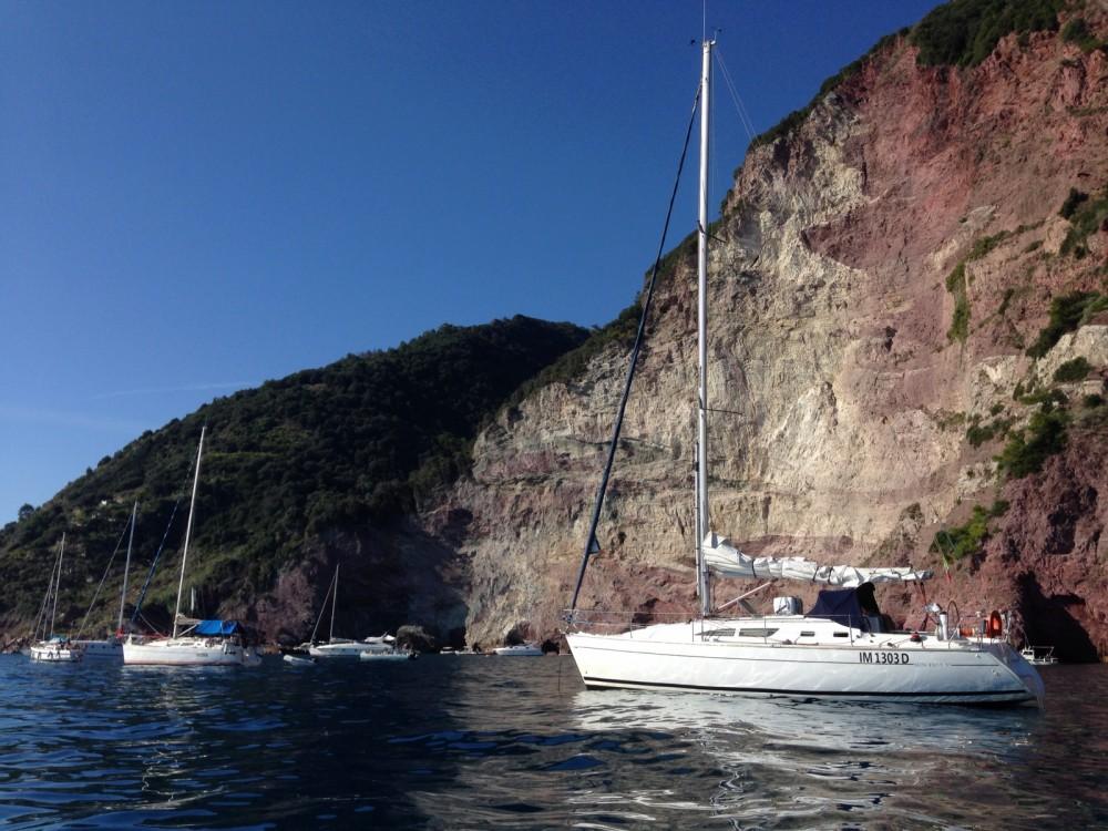 Boat rental Jeanneau Sun Fast 37 in La Spezia on Samboat