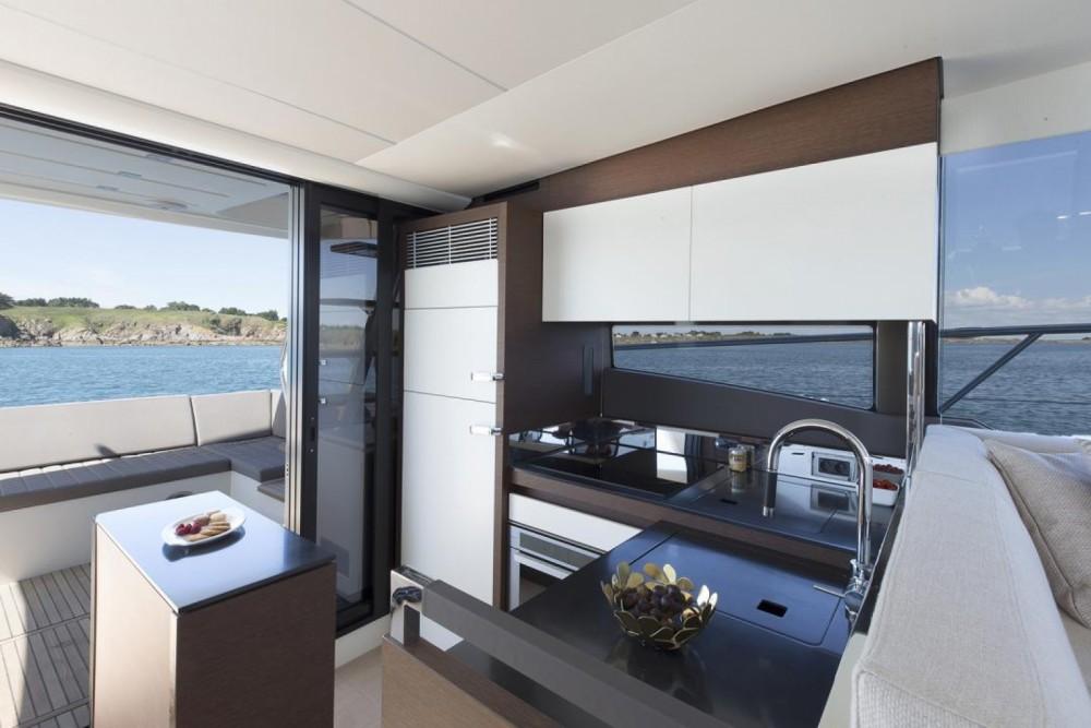 Rental yacht Cogolin - Prestige Prestige 520 Fly on SamBoat