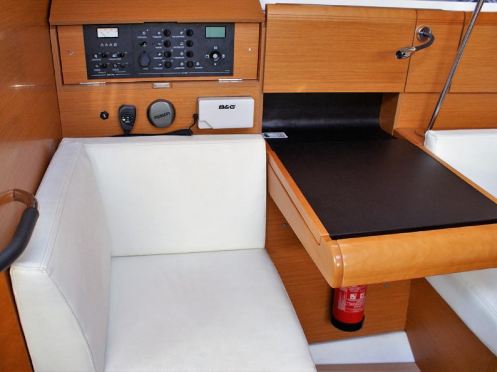 Boat rental San Vincenzo cheap Sun Odyssey 409