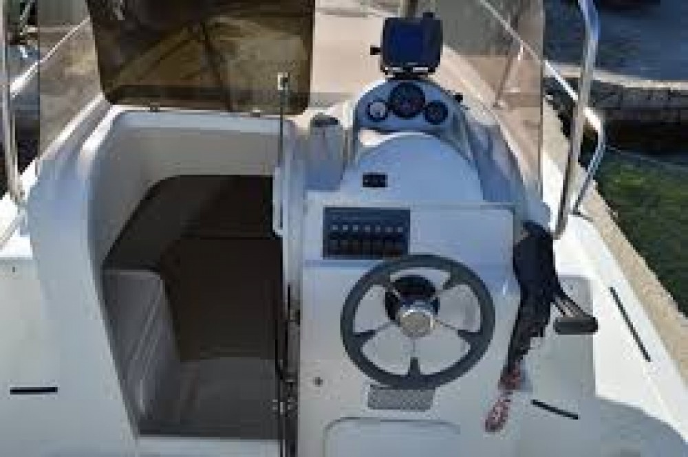 Hire Motor boat with or without skipper Hm 22  Okrug Gornji