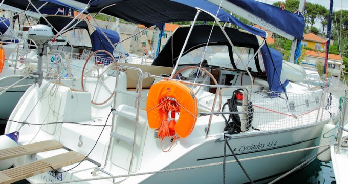 Sailboat for rent Rogač at the best price