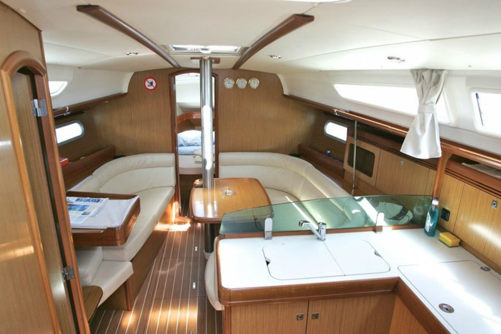 Jeanneau Sun Odyssey 36i between personal and professional Corfou