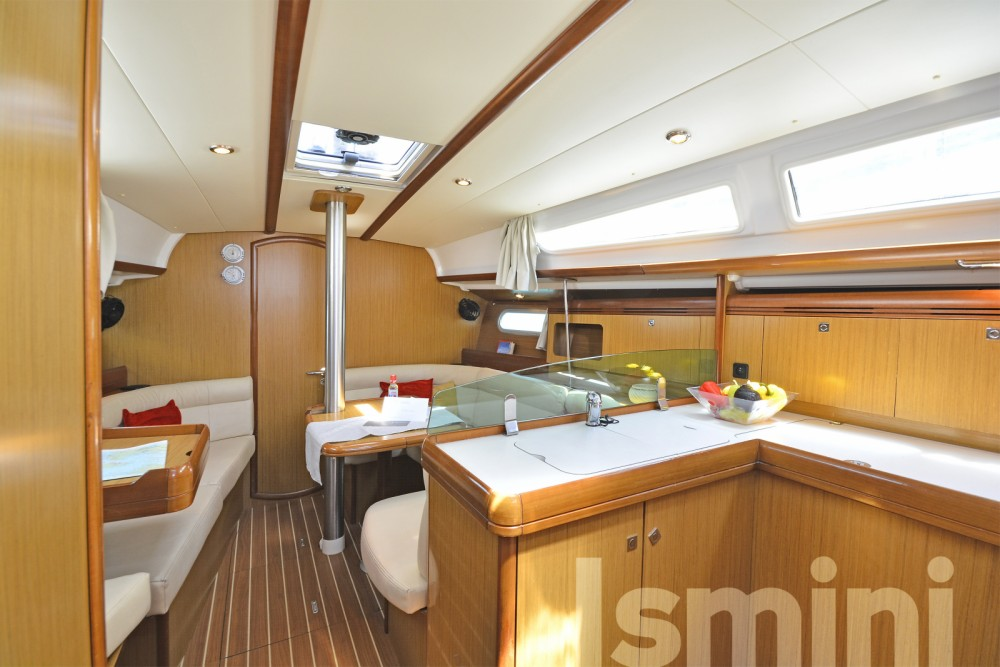 Jeanneau Sun Odyssey 36i between personal and professional