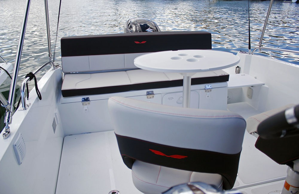 Bénéteau Flyer 6.6 SPACEdeck between personal and professional Cambrils