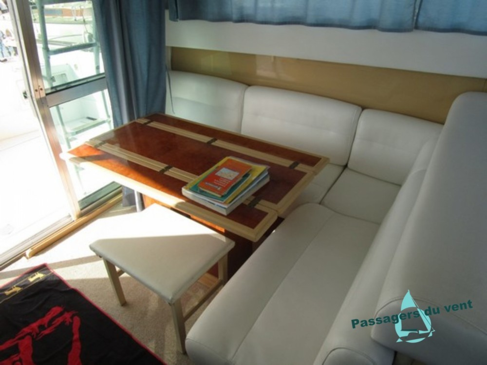 Boat rental Mochi Craft Mochi Craft 42 Fly in Vendres on Samboat