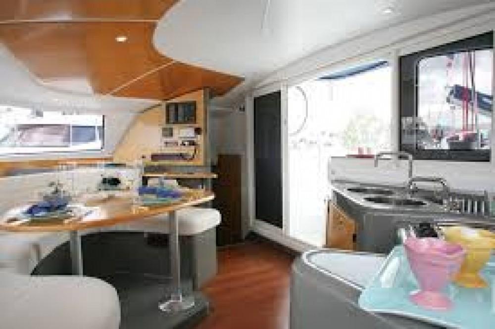 Rental yacht La Flotte - Fountaine Pajot Lavezzi 40 on SamBoat