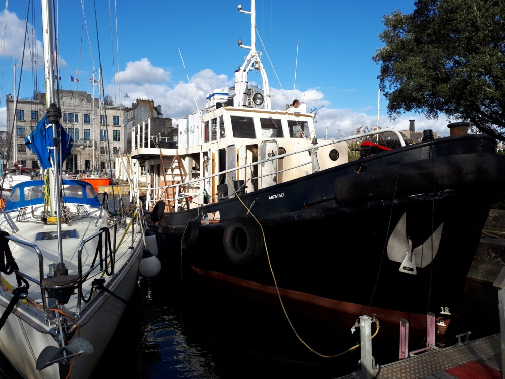 Yacht for rent Brittany at the best price